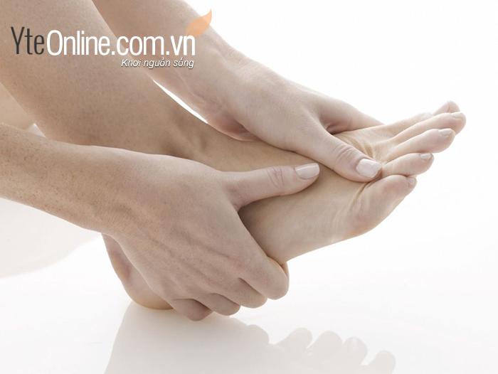 Người bị viêm xương khớp dạng thấp không nên dùng bồn ngâm chân