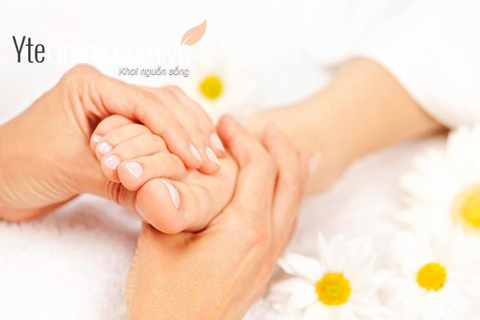 Bồn ngâm chân Happy Feet HP 4091 giúp đôi chân khỏe hơn