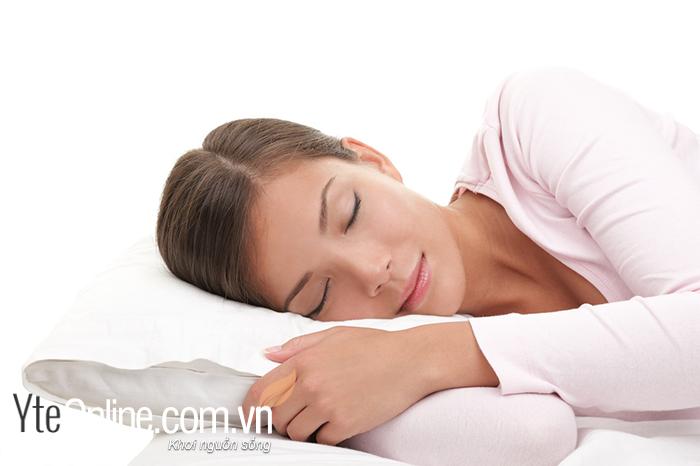 Ngâm chân trước khi đi ngủ thì sẽ giúp chữa mất ngủ, giấc ngủ được sâu hơn.