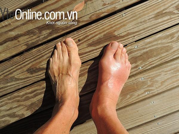 Sử dụng bồn ngâm chân để massage chân sau một ngày gò bó không giày dép