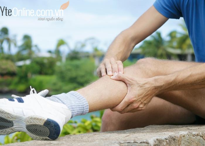 Sử dụng bồn ngâm chân kết hợp với bấm huyệt bàn chân trị bách bệnh