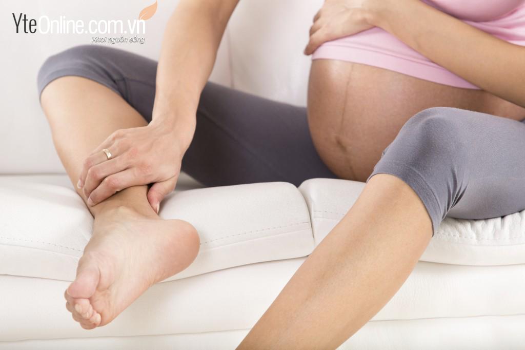 Sử dụng bồn ngâm chân- mẹo giảm chứng phù chân khi mang thai