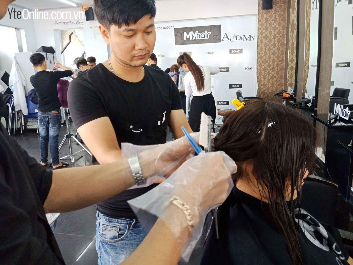 Bí quyết cho thợ cắt tóc dùng bồn mát xa chân giảm đau mỏi hiệu quả