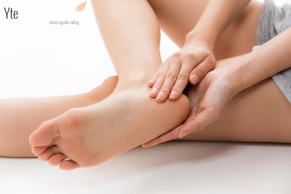 Công thức trị nứt gót chân mùa hanh khô hiệu quả nhất