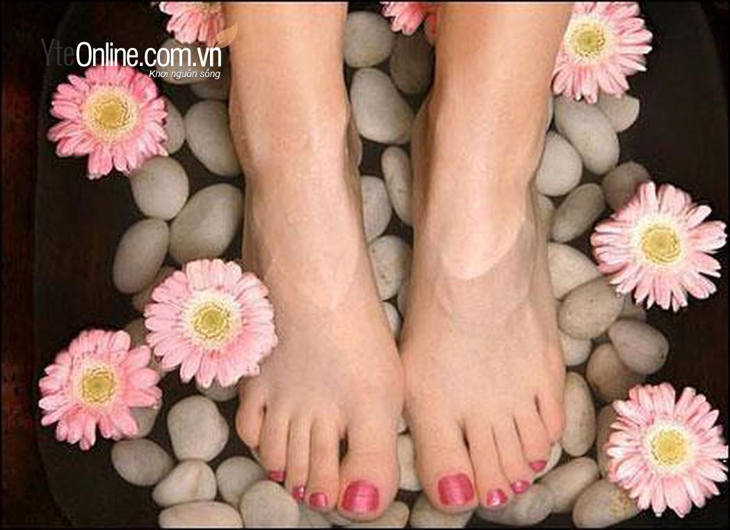 Tư thế ngồi chuẩn khi ngâm chân kết hợp bồn ngâm chân
