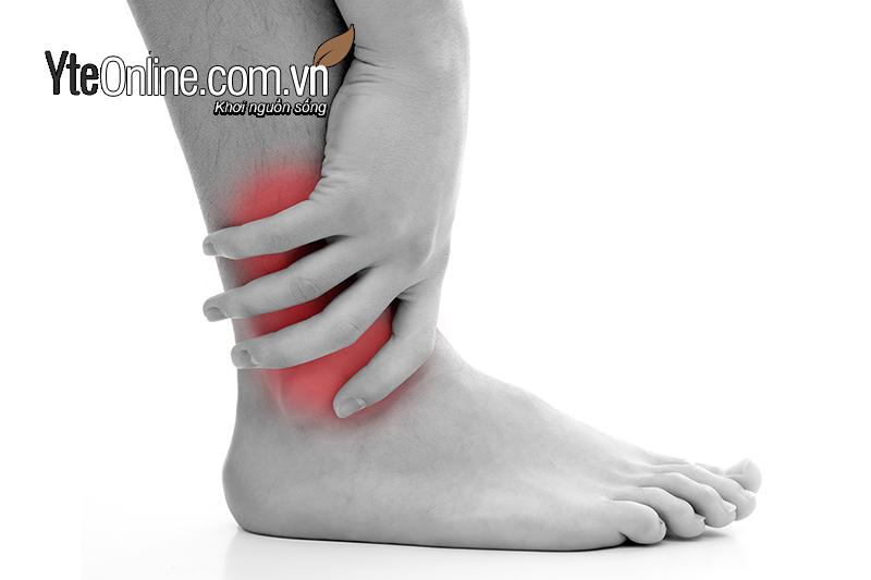 Ngâm chân là một phương pháp khá đơn giản để chữa đau xương khớp