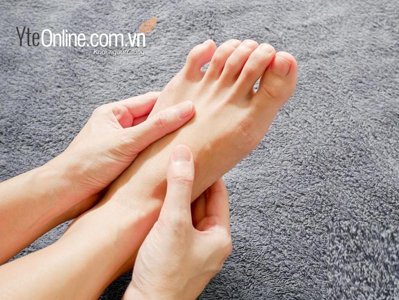 Cách dùng bồn ngâm chân chữa tê bì chân tay