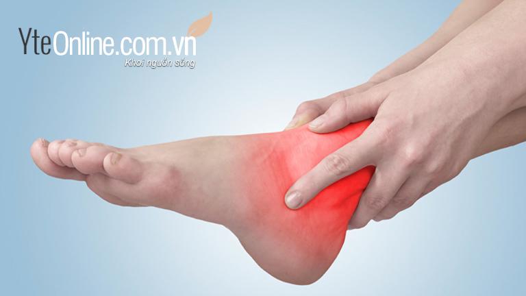Đi giày cao gót thường xuyên sẽ gây đau bàn chân và cổ chân